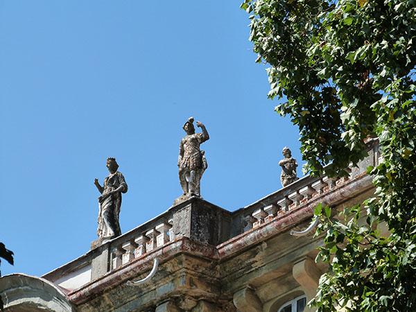 statues toit villa Torrigiani