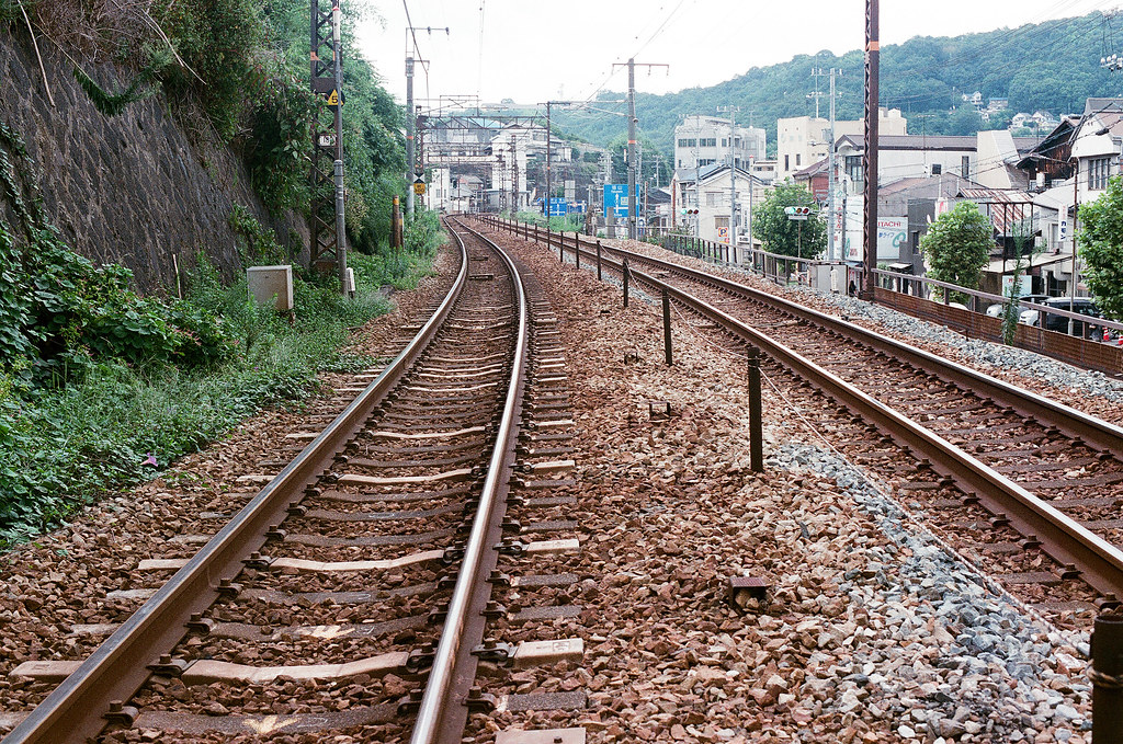 平交道 尾道 おのみち Onomichi, Hiroshima 2015/08/30 鐵軌,轉彎。  Nikon FM2 / 50mm FUJI X-TRA ISO400 Photo by Toomore