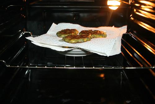 49 - Polentataler im Ofen warm halten / Keep polenta pancakes hot in oven