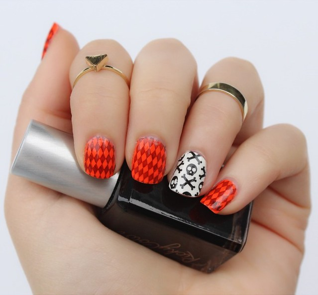 Skull & Orange Checked Nail Art | Halloween Manicure
