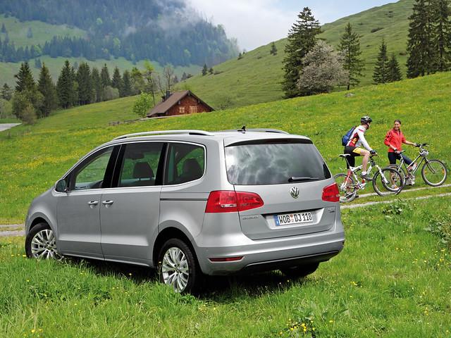 Семейный минивэн Volkswagen Sharan 2010 - 2015 годы