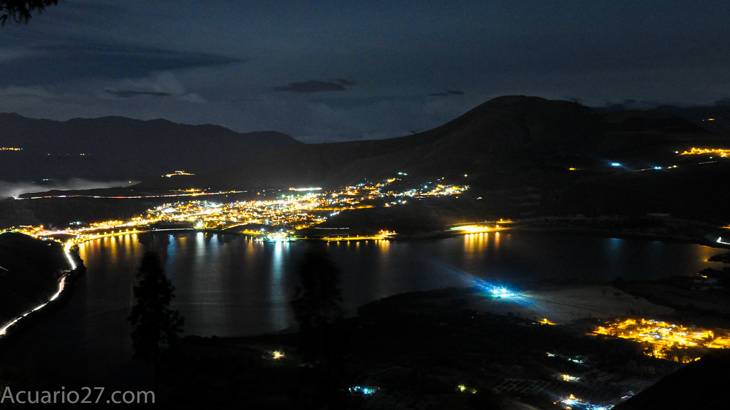 Yahuarcocha por la noche