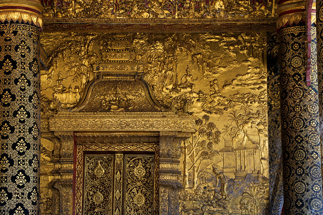 Relief decoration in Wat Mai Suwannaphumaham, Luang Prabang, laos ルアンパバーン、ワット・マイの浮き彫り壁面装飾