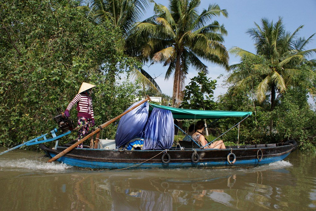 Balade en barque sur un canal du delta du Mékong.