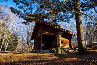 鷹ノ巣山の避難小屋着