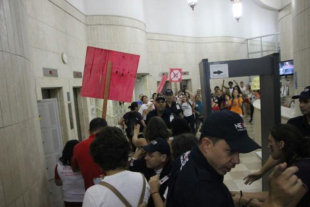 Mulheres ocupam agência da Previdência Social em Belo Horizonte