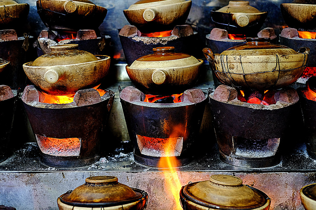 The hot charcoal stoves @ Lian He Ben Ji Claypot Rice
