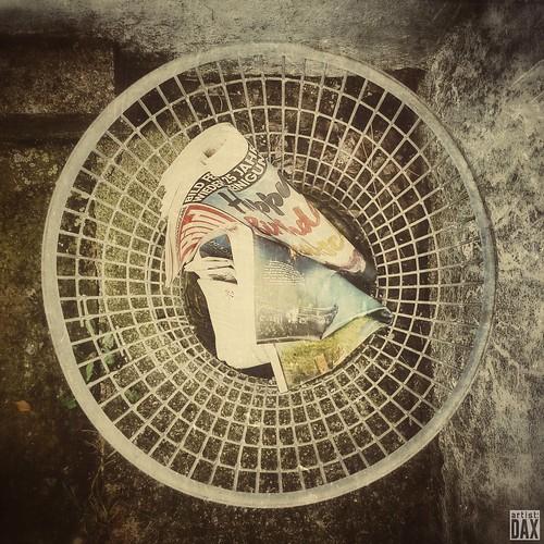 THE RIGHT PLACE  artist: DAX  PHOTOGRAPHOHOLIC  | born to capture |   #artistDAX  #photographoholic  #urban  #fckbild  #stillife  #streetphotography  #smartshots