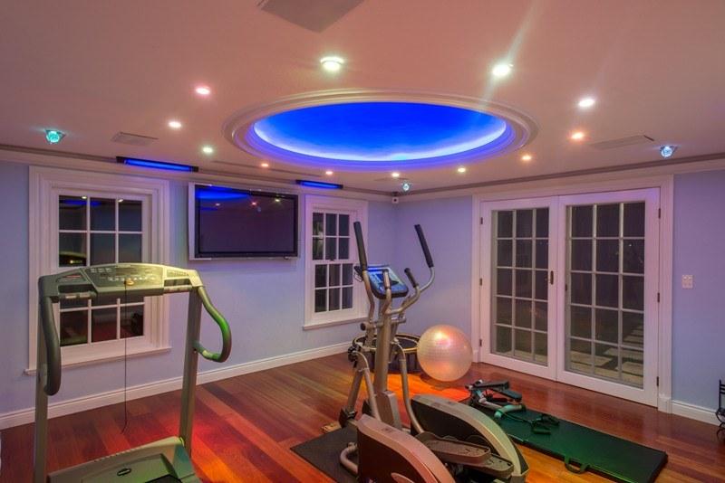 Фото | Домашний спортзал с беговой дорожкой