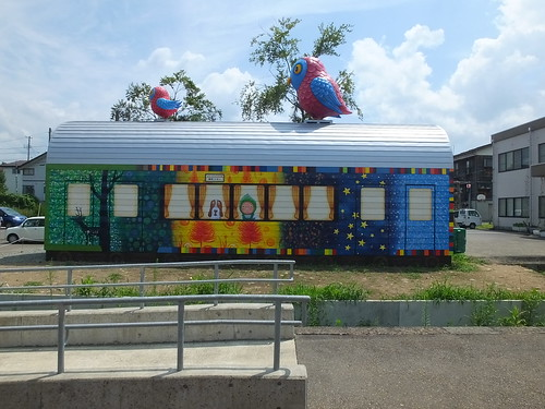 土市駅 貨車待合室が「越後妻有大地の芸術祭」の作品になった 2015年8月撮影