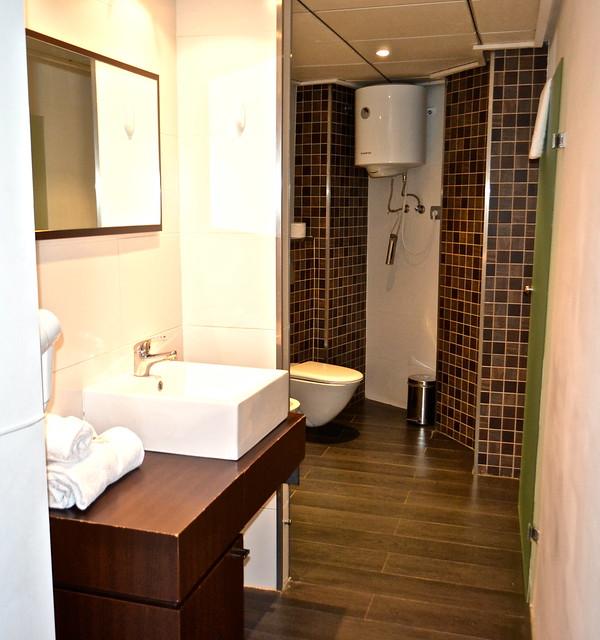 bathroom - Valencia Flats
