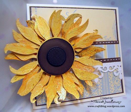 2015-12-21   SVGcuts sunflower freebie 032313 (3)