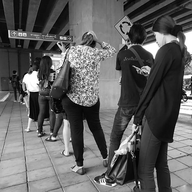 Rainy day queue waiting for taxi #blackandwhite #bangkok #thailand #picoftheday #street