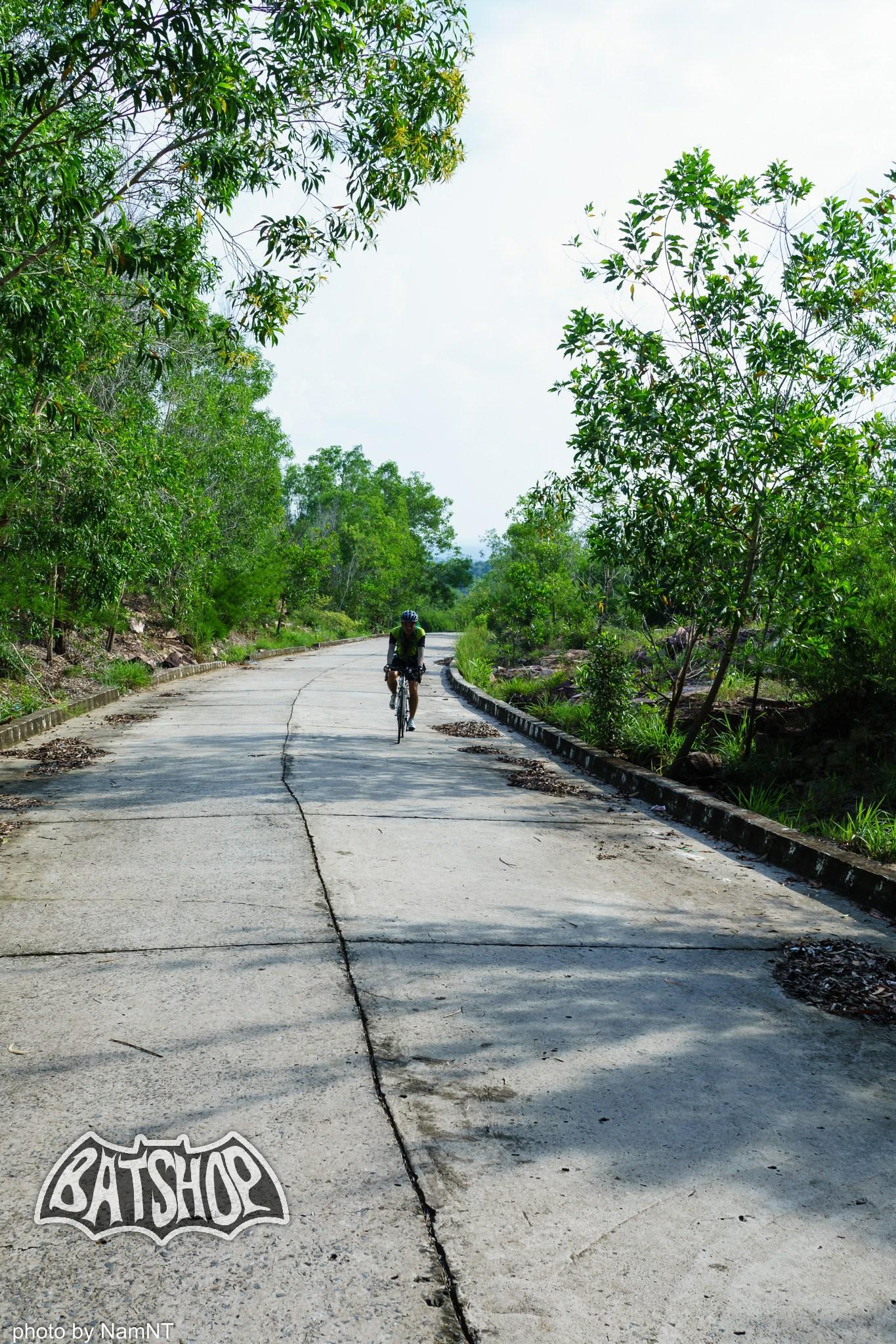 20647131255 47ea150cad k - Hồ Cần Nôm-Dầu Tiếng chuyến đạp xe, băng rừng, leo núi, tắm hồ, mần gà