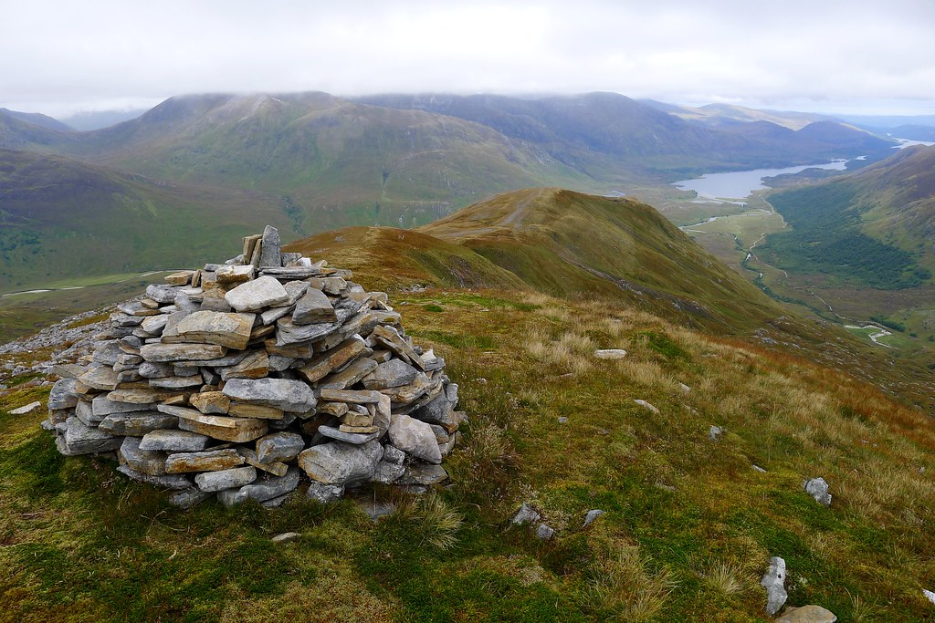 Cairn on the northeast ridge