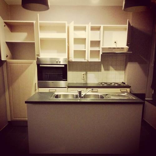 Een lege keuken. Kijk nog eens goed, want zo gaat het er straks niet meer uit zien. #ixina #keukenproject