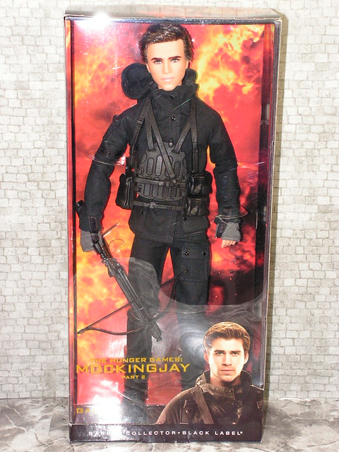 2015 Barbie The Hunger Games Mockingjay - Part 2 Gale CFJ56 (2)