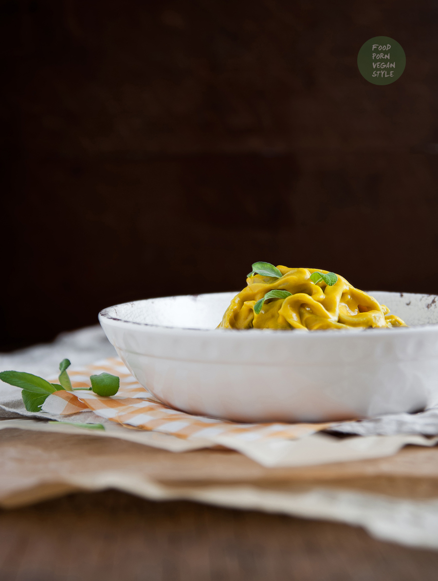 Pasta with creamy pumpkin-sage sauce (vegan)