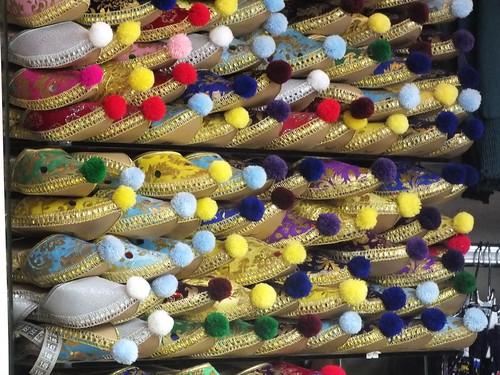 Papucsok az isztambuli fedett bazárban