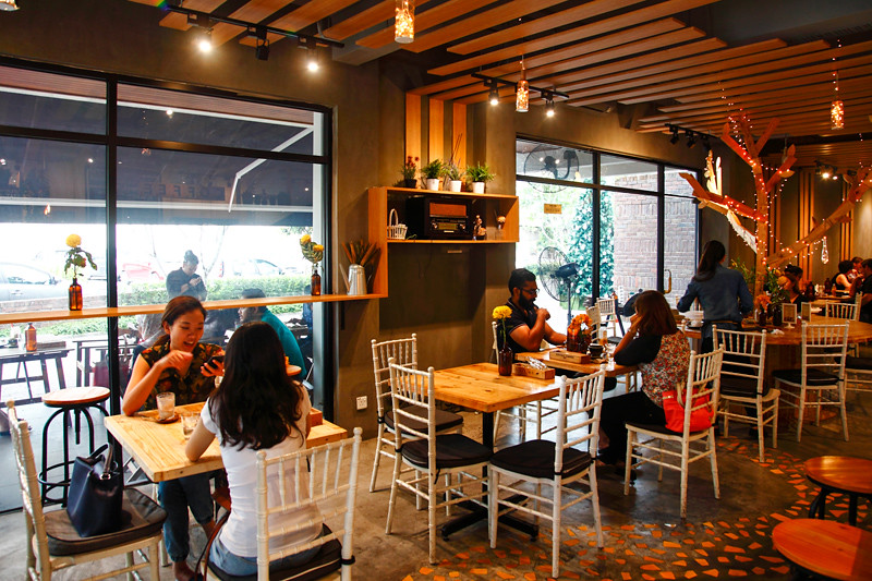 Yellow Brick Road Cafe Batai