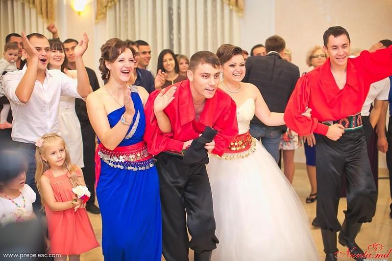 """Ansamblul """"SĂLCIOARA"""", dansatori la nunţi, cumătrii şi alte ceremonii! > Foto din galeria `Despre companie`"""