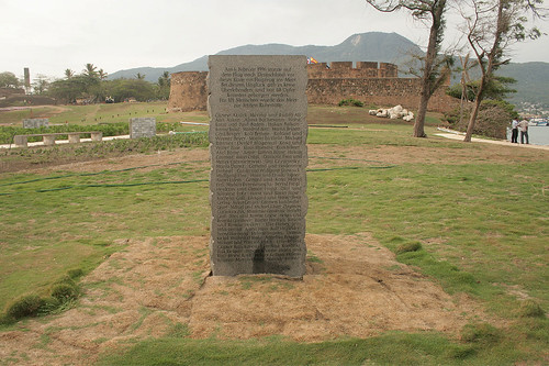 Gedenkstein zum Flugzeugabsturz Birgenair Flug 301 von 1996 - Fortaleza San Felipe del Morro