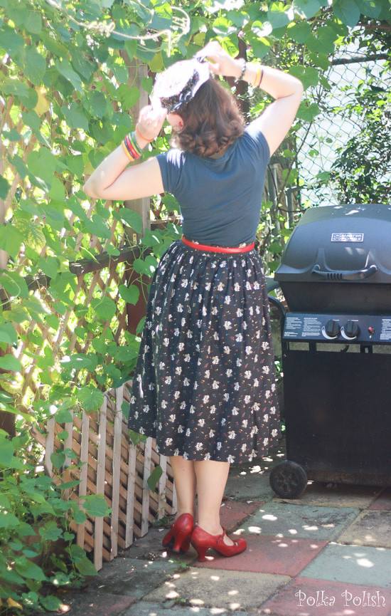 Casual vintage-inspired outfit featuring a piano novelty print skirt and vintage hat with bakelite bangles