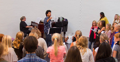 Skolområde Nord och Nova academy sjunger för tolerans