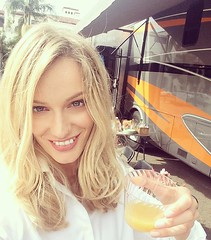 My face looks exactly as I arrived this morning. Naaaaaaa :see_no_evil: Cheers from set! #motorhome #location #set #orangejuice #break #juice #healthy #sun #smile #happy #OnlyGoodVibes #cheers #team #love #amazing #group #love #blessed #RenataZanchi #Ital