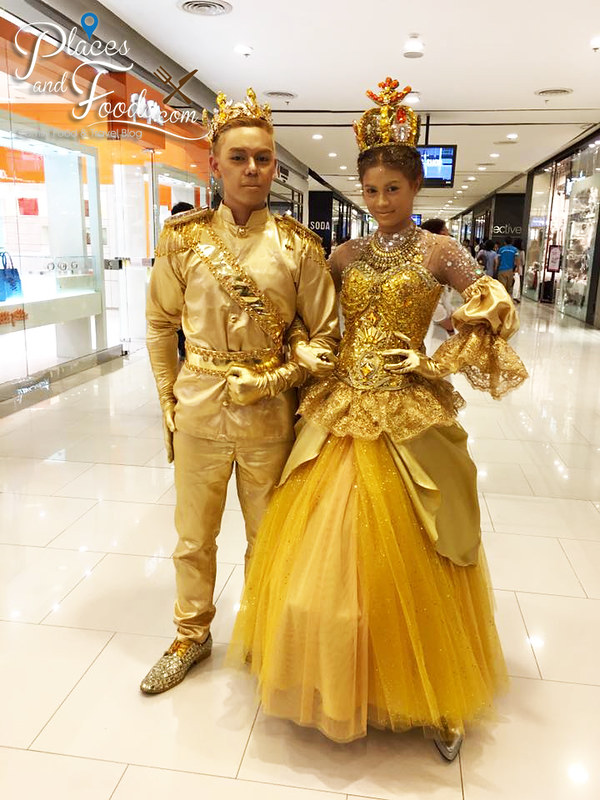 central world bangkok 2015 christmas golden couple