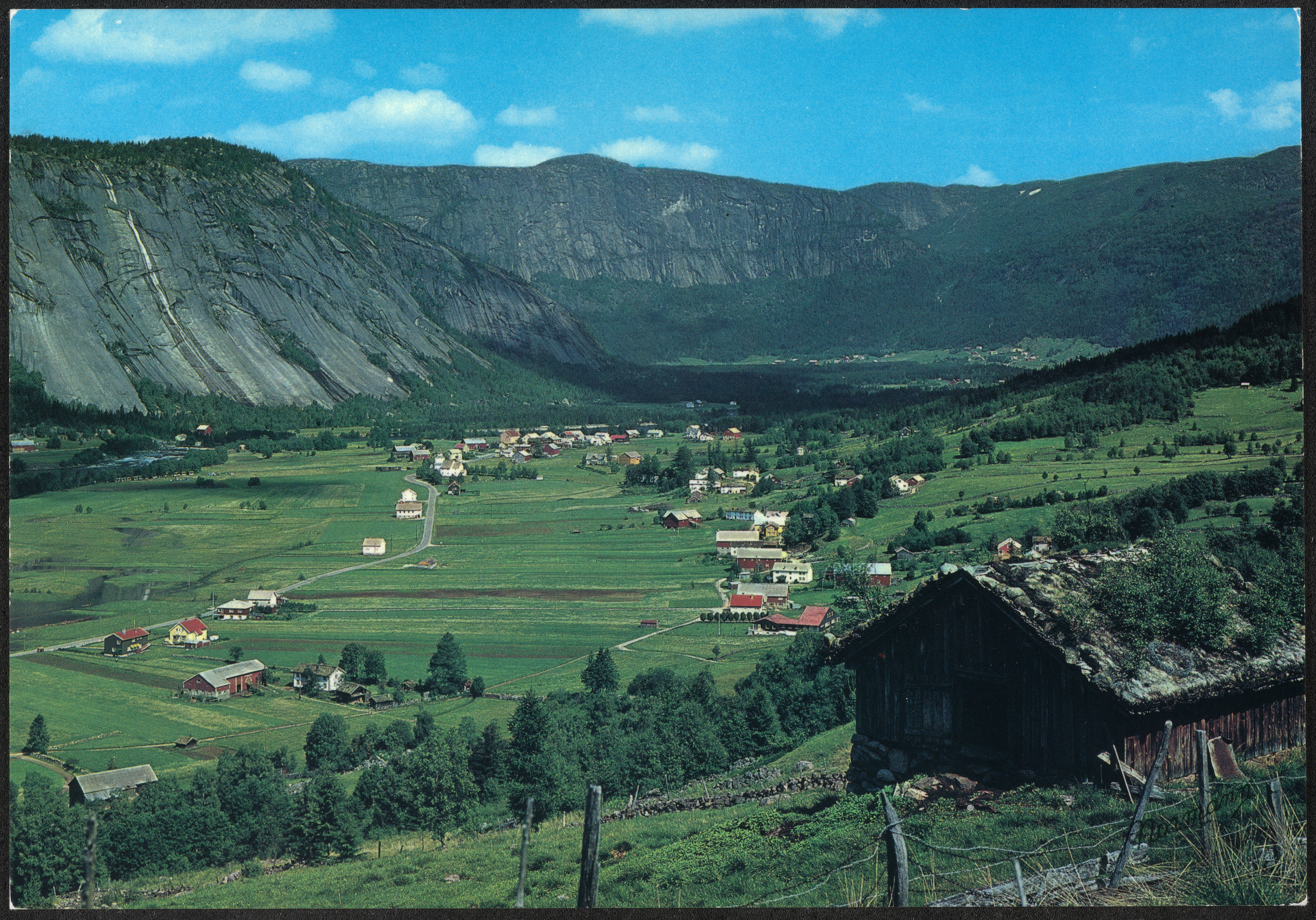 J-30-17. Norge: Valle, Setesdal