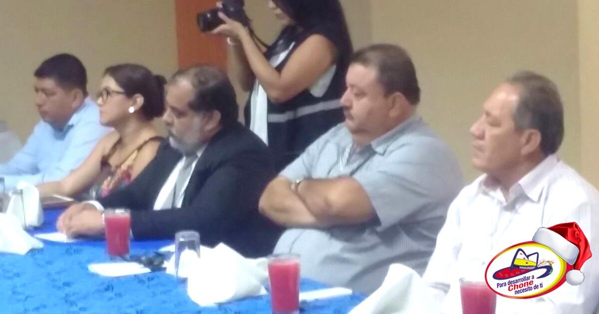 Alcalde de Chone en sesión de trabajo con presidente de CNE