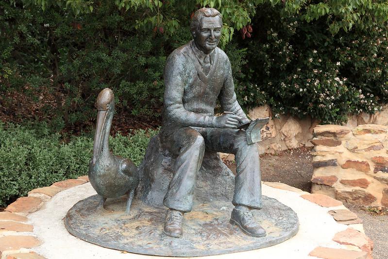 Colin Thiele statue