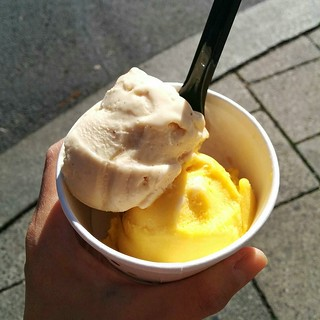 A bit of ice cream this afternoon - chai latte and mango+ginger flavours!