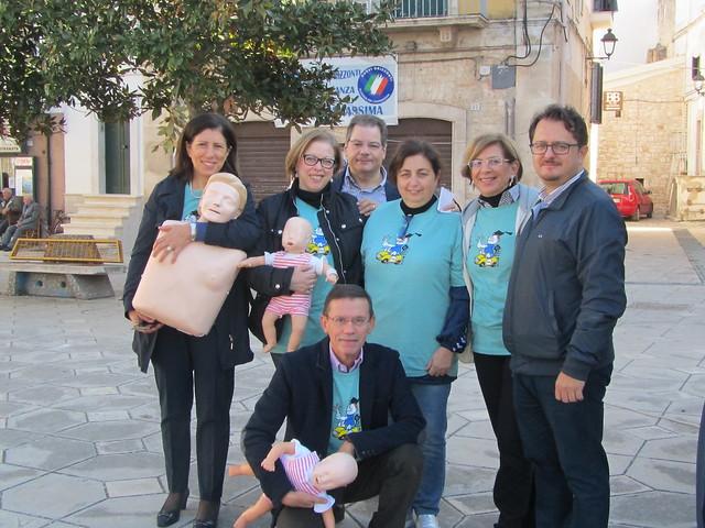 Casamassima-1 - L'assessore Cristofaro e il gruppo dei medici (1)