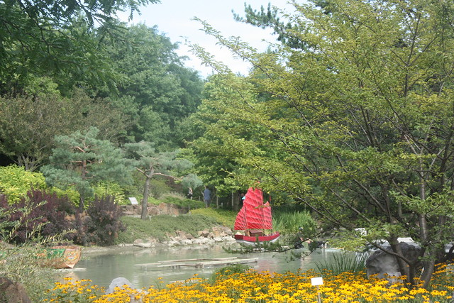 N2 of our top things to do in Montreal with kids: the botanical gardens are one of the fun things for kids in Montreal with their many plant species, natural environments and safe open spaces