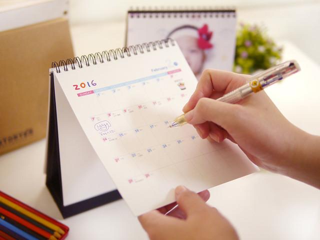 桌曆背面採用大格日期方便書寫