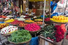 Uliczne tagrowisko kwiatów w Bangalore