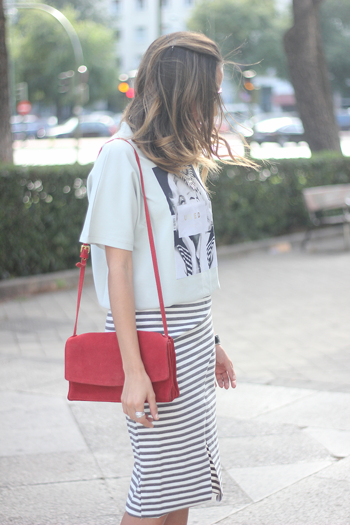 Pencil Stripped Skirt Red Bag Shoes Heels Outfit Tshirt16