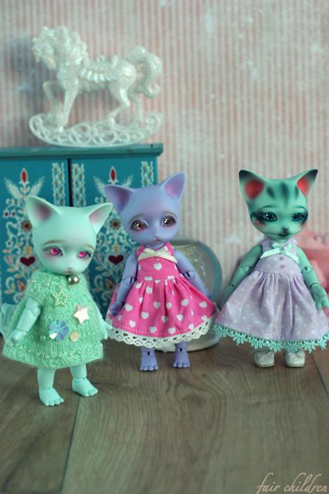 Attack of the pastel kitties