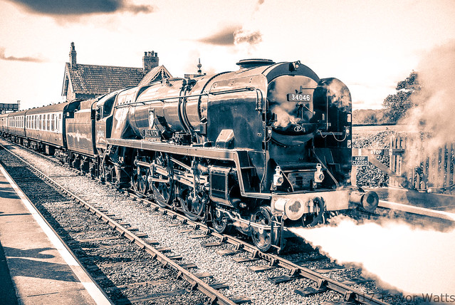 34046 Braunton West Country Class loco-2