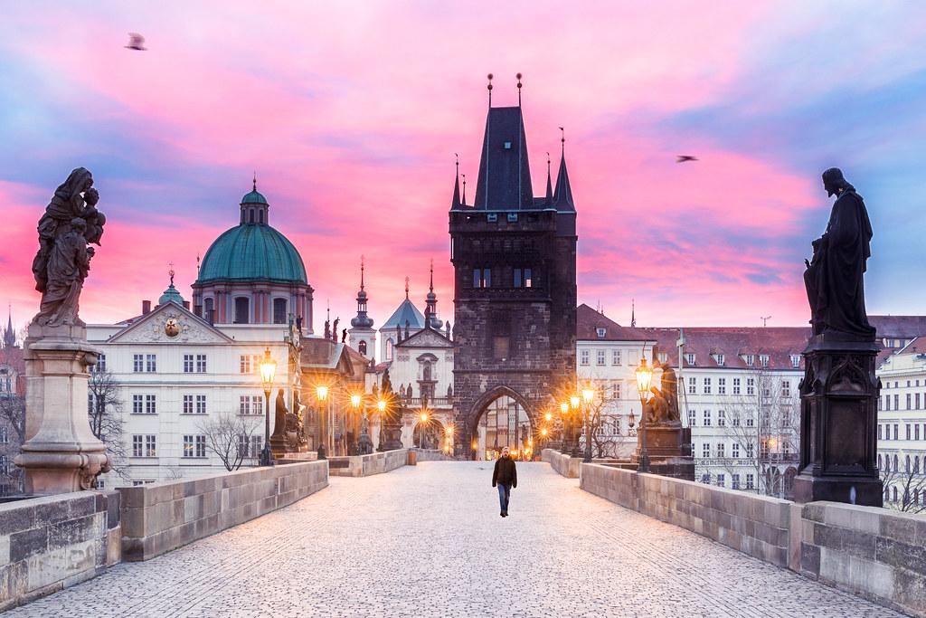Meteo Prague : Pont Charles à Prague à l'aube - Photo de Loïc Lagarde