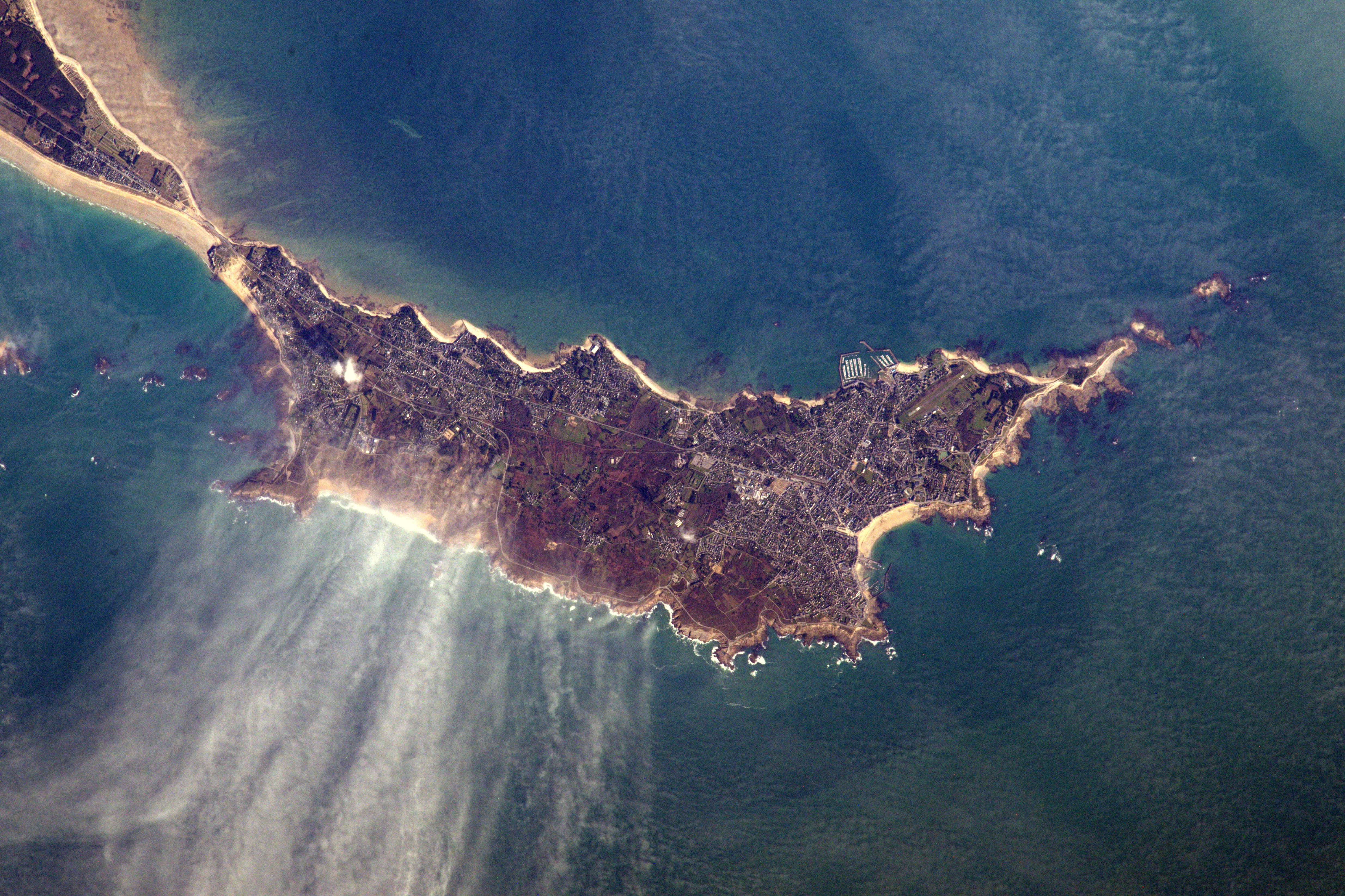 la Presqu'île de Quiberon...................prise depuis l'espace 32458385964_3cdc117ee3_o