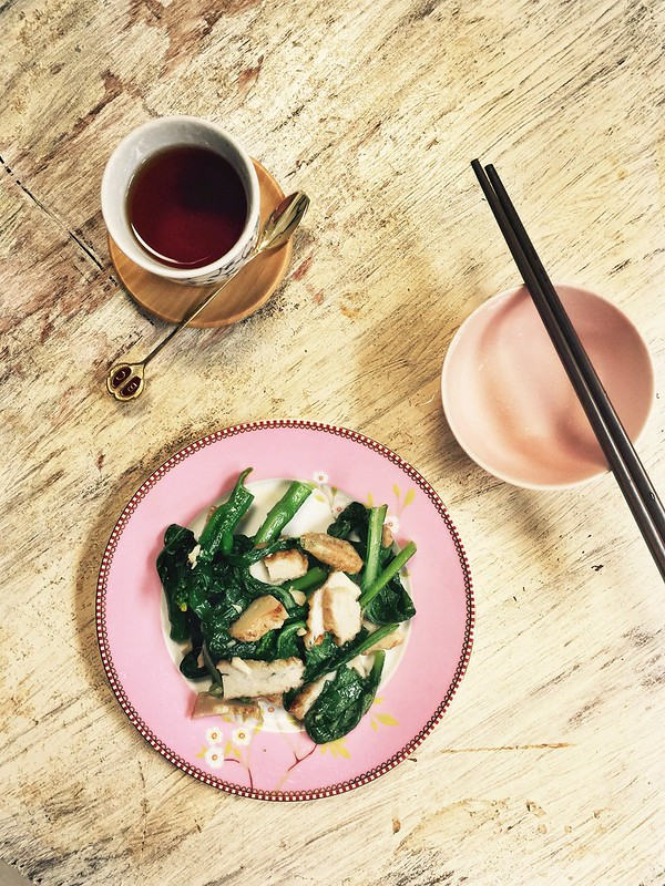 Choy sum with fish cakes