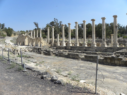 streets history archaeology architecture israel cities galilee holyland betshean 2011 2ndcenturyce colonnades 4thcenturyce byzantinearchitecture 3rdcenturyce stoas grecoromanarchitecture bethshean scythopolis israelstudytour2011 tyndaleisraelstudytour2011