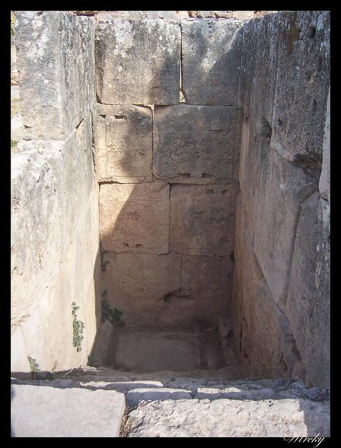 Grecia Delfos Osios Lukas Kalambaka - Escalera de la pitonisa