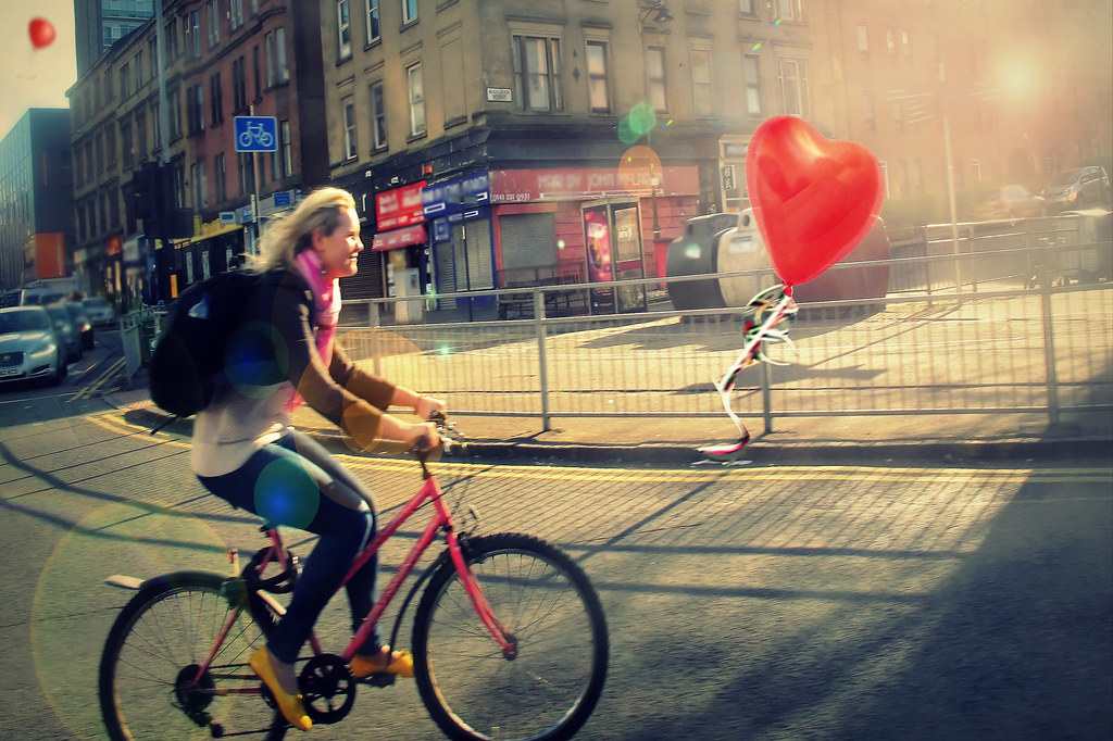 """The Travels Of The Red Balloon In Glasgow 5/9 : """"chasing dreams"""""""