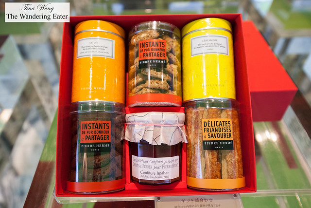 Gift set of cookies, teas and jam