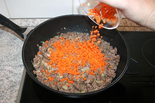 26 - Möhrenwürfel hinzufügen / Add diced carrots
