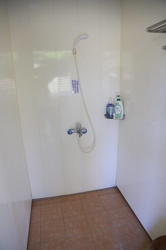 浴室相當乾淨,裡面附有洗髮沐浴乳